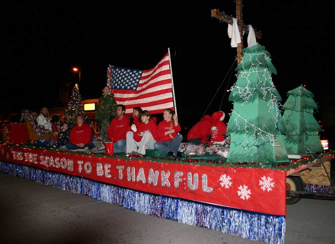 lighted christmas parade float ideas | ... youth group float wins ...