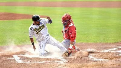 Ciudad de México a 20 de octubre (diablos.com.mx).- Los Pericos de Puebla ganaron el juego inaugural en el Hermanos Serdán, ante el combinad...
