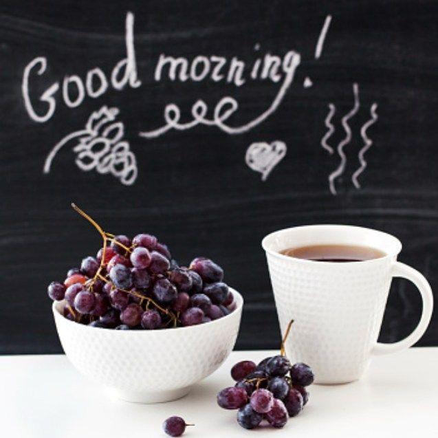 [English below] Lo notas? Huele ya casi a primavera. Aquí mi desayuno de hoy: Café y uvas moradas. Muy buenos días!    Have you noticed that? It's almost spring. Here's my little breakfast for today: Coffee and a bunch of purple grapes #goodmorning everyone!  #heresmyfood #goodmorning #buenosdías by _louloulopez