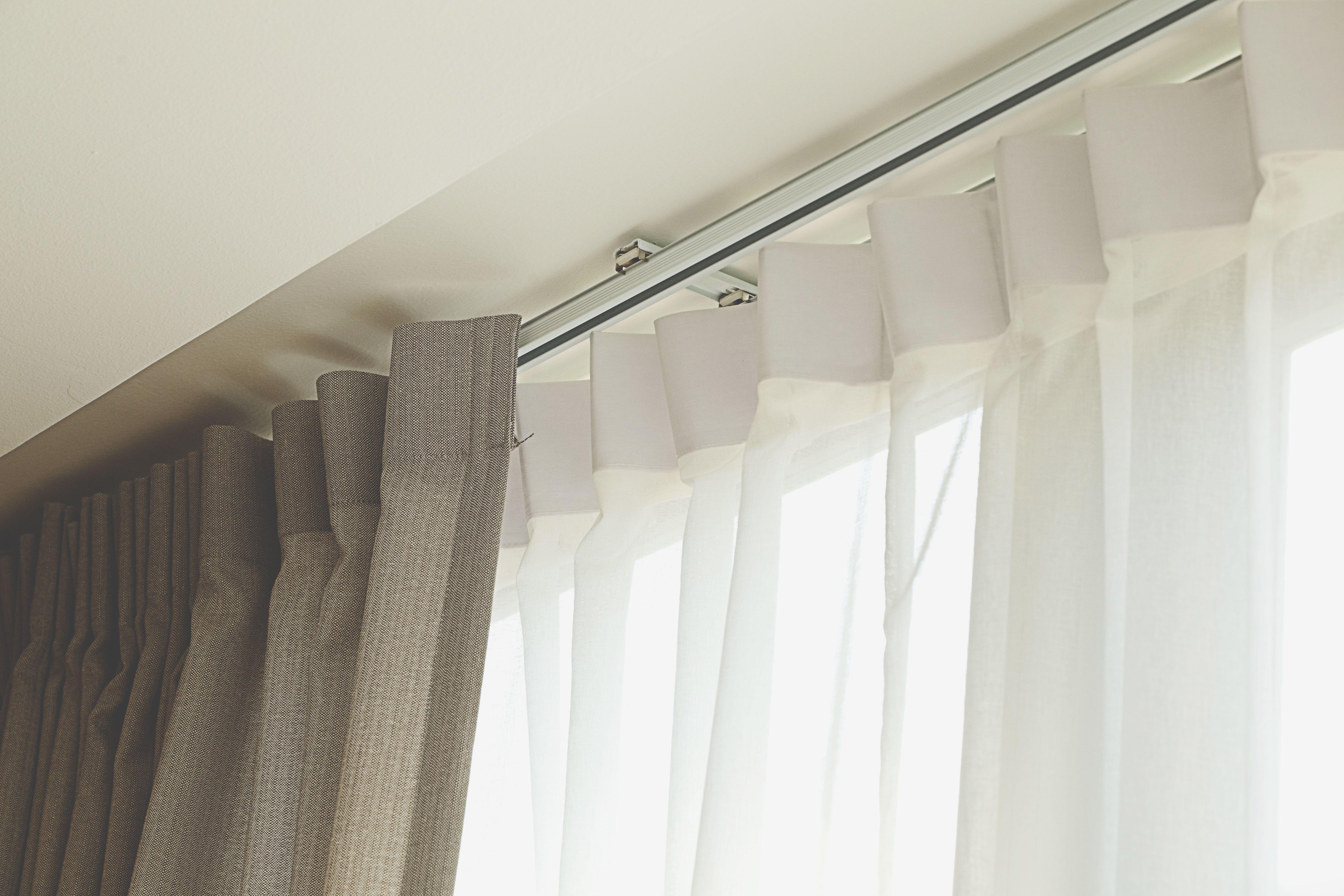 Mecanismos para cortinas funcionales y necesarios for Tipos de cortinas para salon