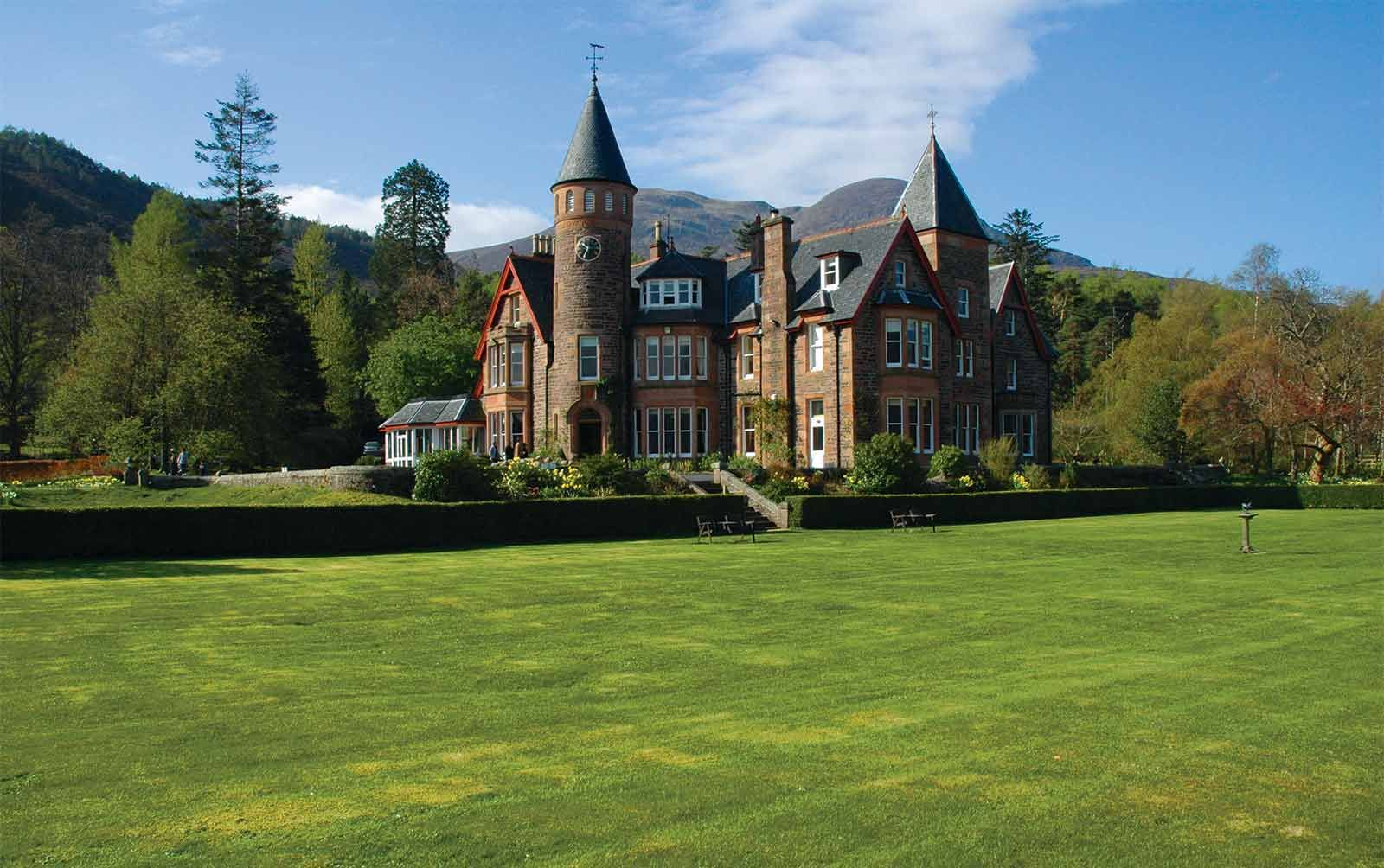 The Torridon Luxury Hotel And Inn In Highlands Of Scotland
