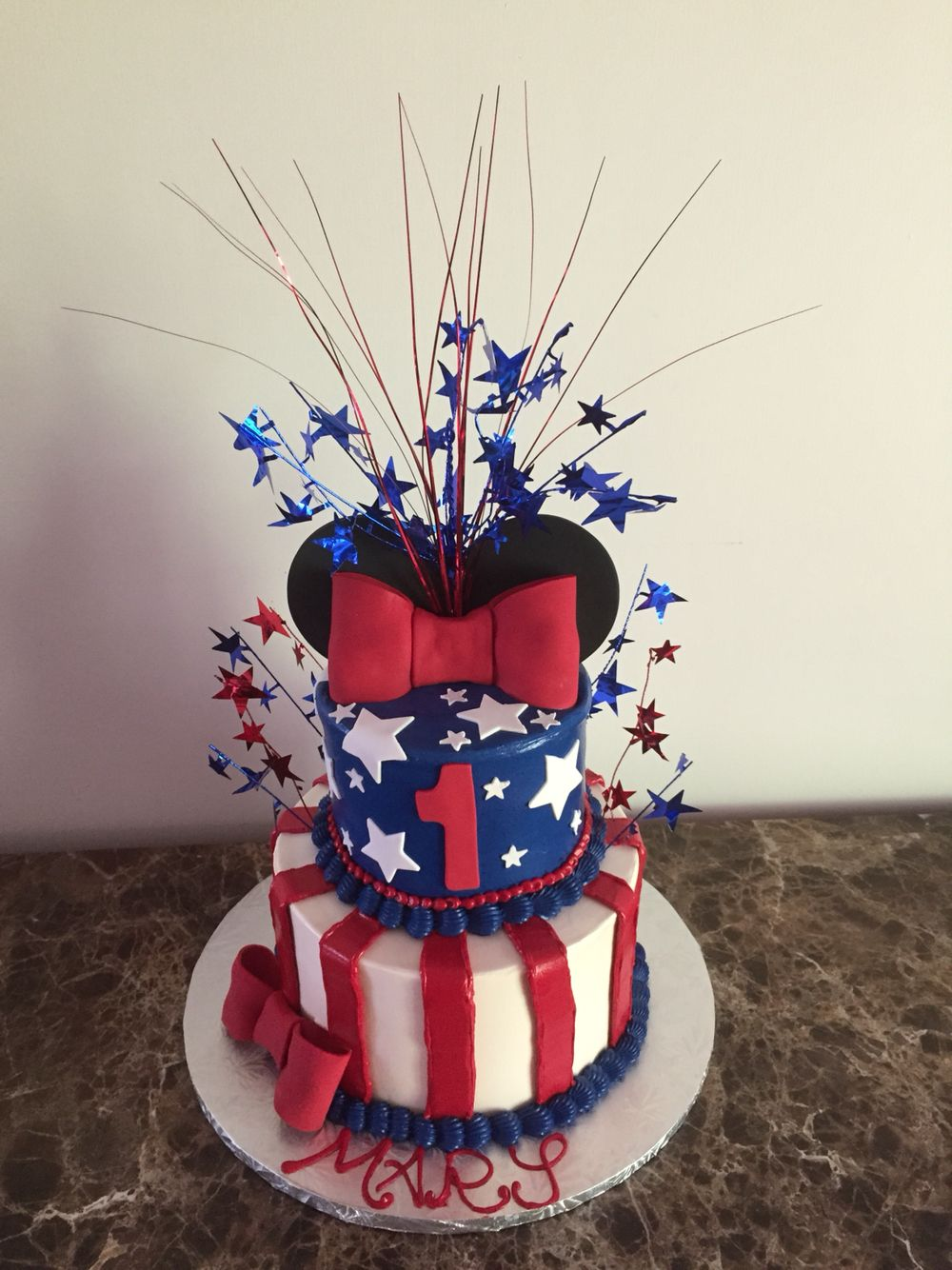 4th of July birthday with Minnie Mouse Minnie cake