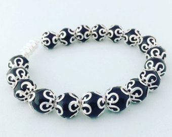 Etsy の Black and Silver Elegant Bracelet by RaeLeaDesigns