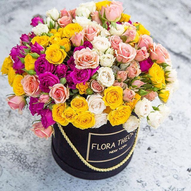 Our Black Velvet Box with spray roses . Tag your loved one #FloraTheory #flowerbox #velvetbox #luxury #chick #sprayroses #flowerpower #happiness #mothersday