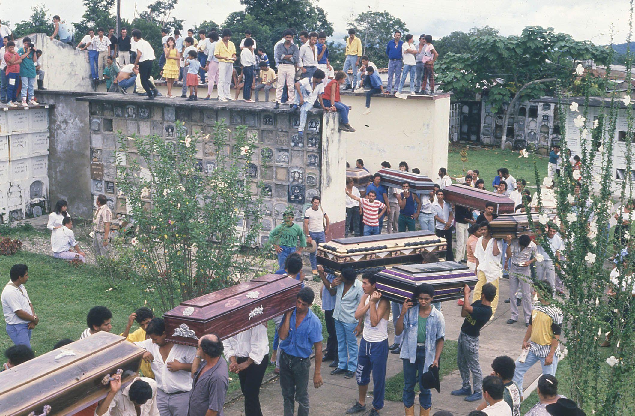 Un día como hoy,11 de noviembre, en 1988, ocurrió la masacre de Segovia, Antioquia. El hecho dejó 46 víctimas fatales y 60 heridos