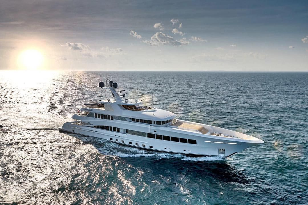 Bringing The Superyacht Lifestyle To You Rock It 197 11ft 60 35