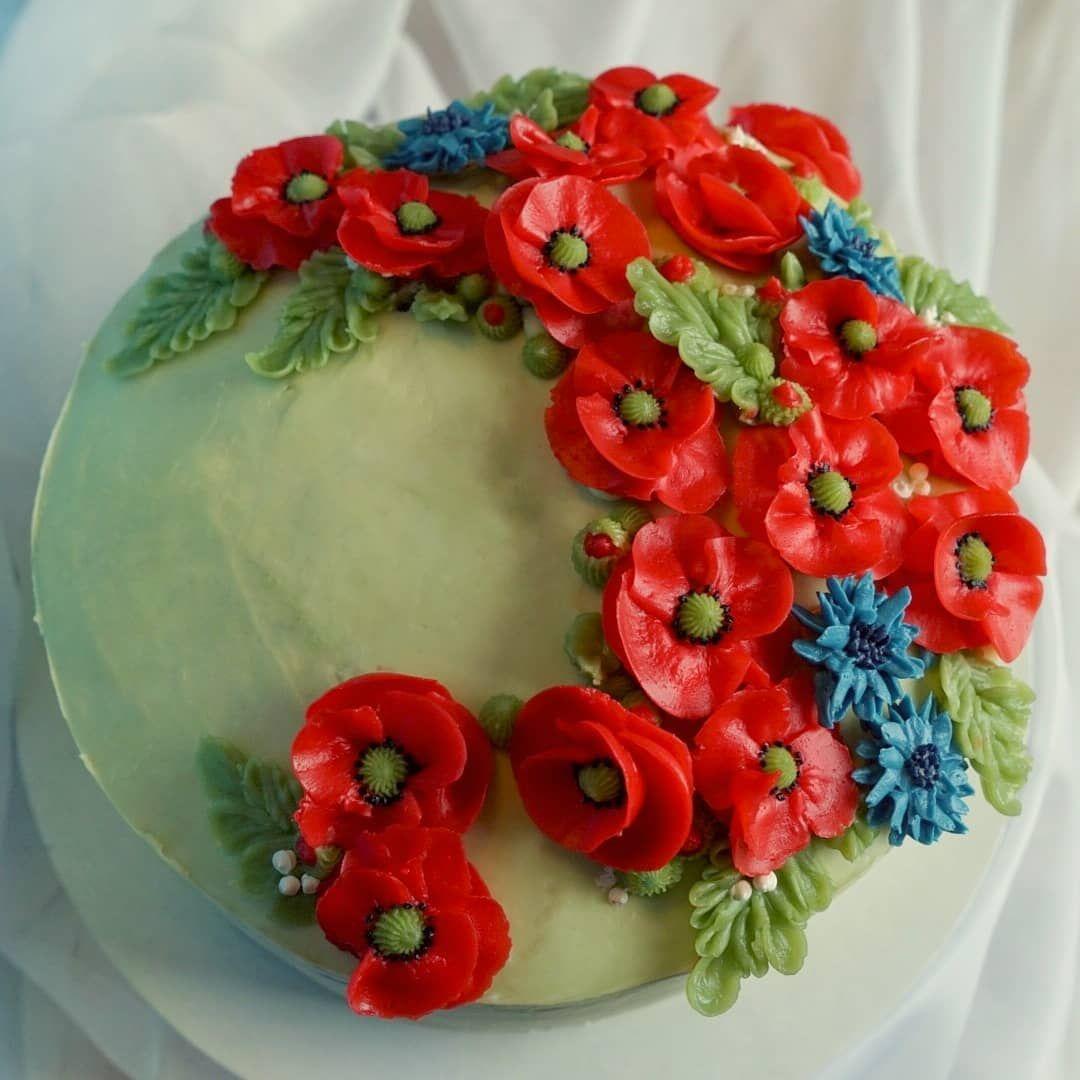 Tort Z Polnymi Kwiatami Z Kremu Maslanego Robilam Go Pod Pierniczek Love Yourself Na Konkurs Walentynkowy Organizowany Przez Shanty Floral Wreath Floral Decor