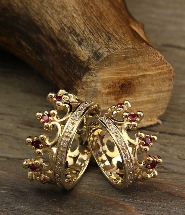Royal crown wedding bands set, Unique crown wedding rings