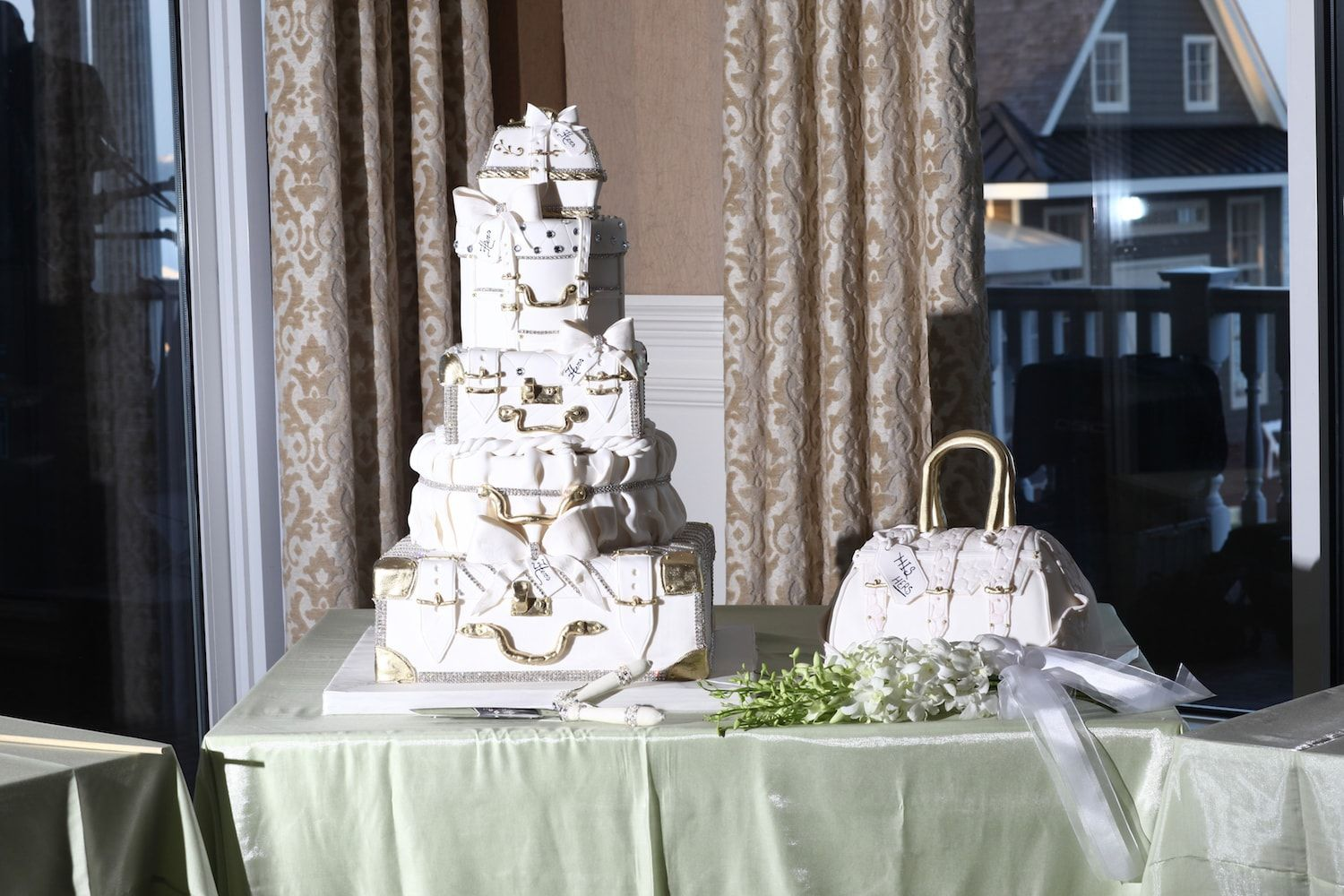 wedding cake | All the Best Weddings &  Celebrations | Photo courtesy of Ann Coen Photography