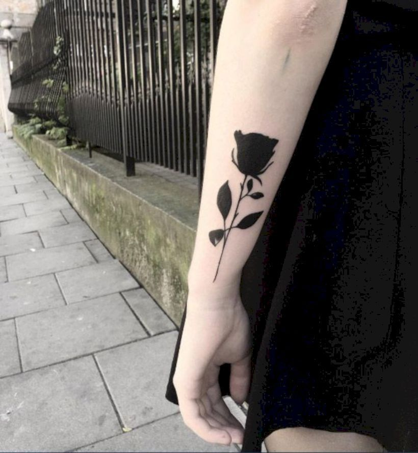 uhr schwarze rose tattoo