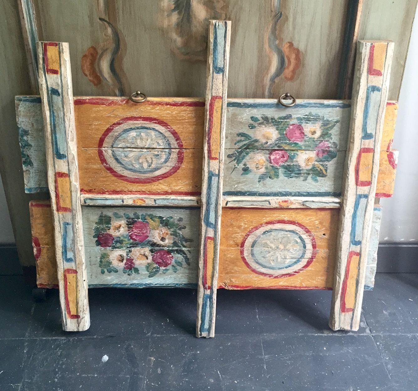 realizzazione su vecchie tavole in legno dipinta a mano