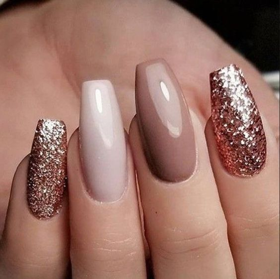 65+ Amazing Glitter Acrylic Nail Art Designs for Holiday Parties