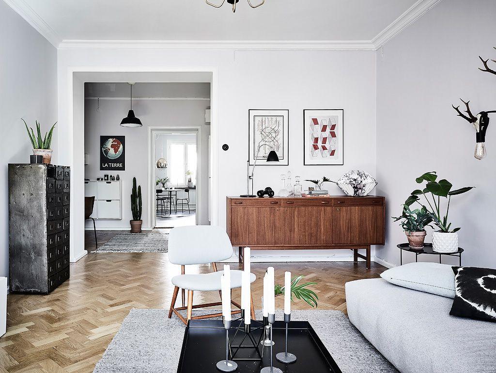 Scandinavische Vintage Woonkamer : Woonkamer met een mix van scandinavische en vintage meubels for