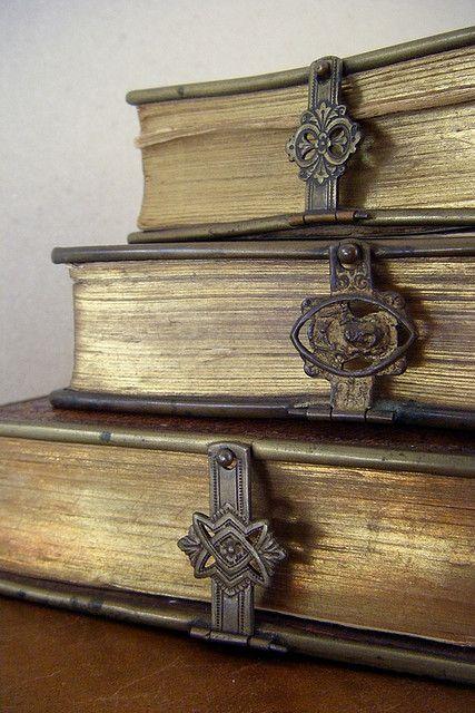 <3 old books