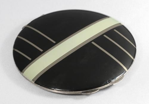 I love this one! Front of 1930s Flapjack compact
