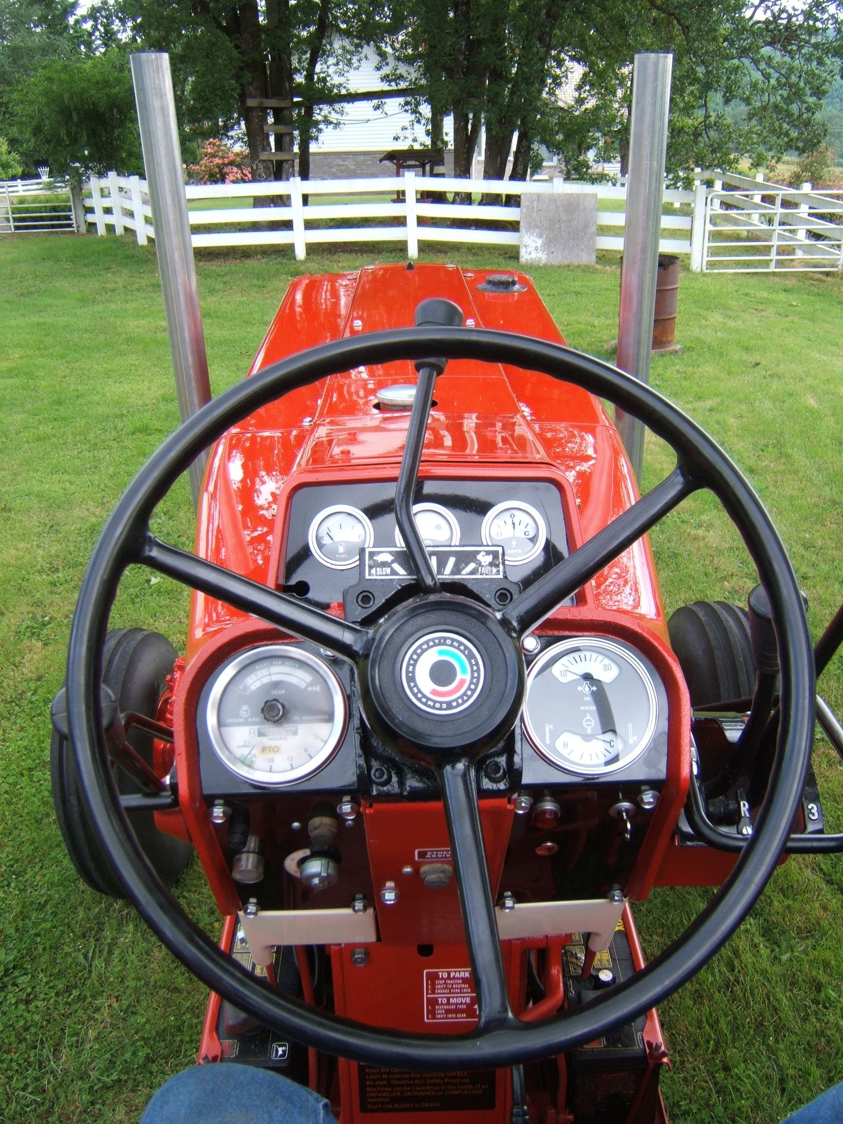 Antique International 1568 : International drivers seat tractors