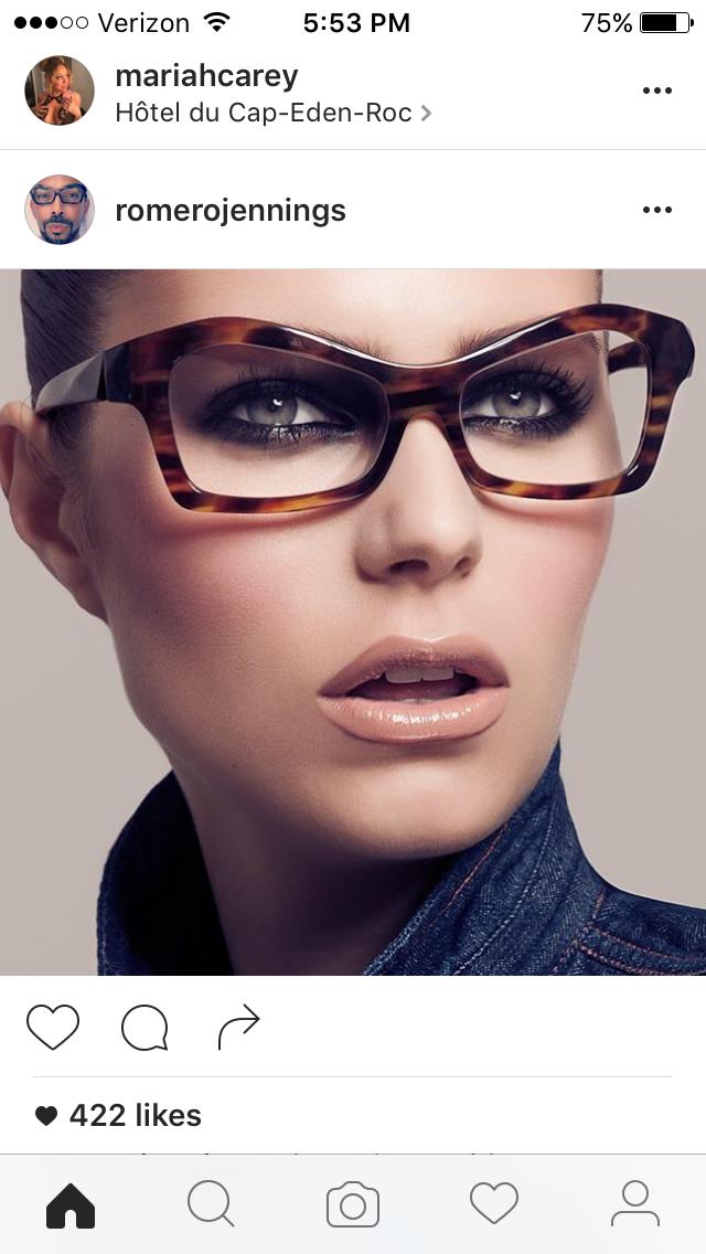 Pin de Amiris Busato em Óculos   Pinterest   Óculos, Usando óculos e Óculos  de grau 94a5076f89