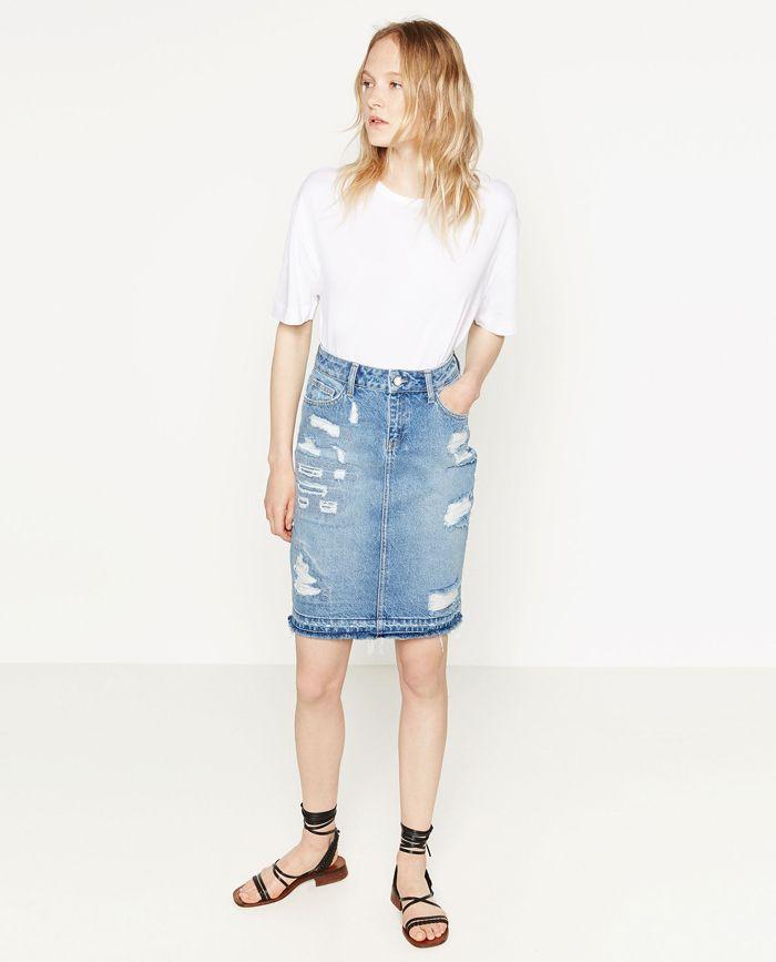 6d910ffd9 Falda #Vaquera de tipo #Tubo de #Zara no puede faltar en tu armario ...