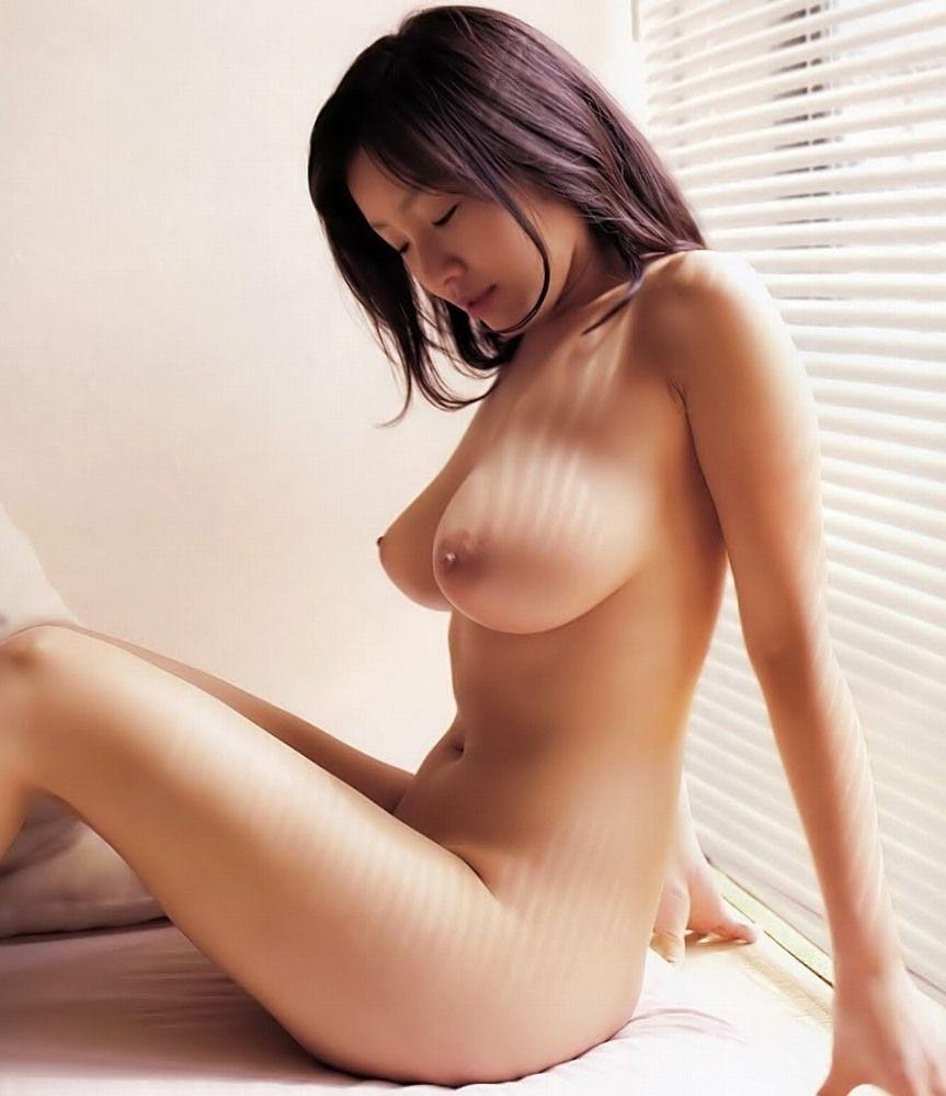 Threesome of naked japanese ladies — img 1