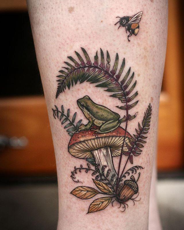 "Photo of Wonderland Tattoo en Instagram: ""Some Forest Treasures por Alice Kendall @alicestattoos Pacific Tree Frog, Magic Mushroom, Acorn, Fern and Bee"""