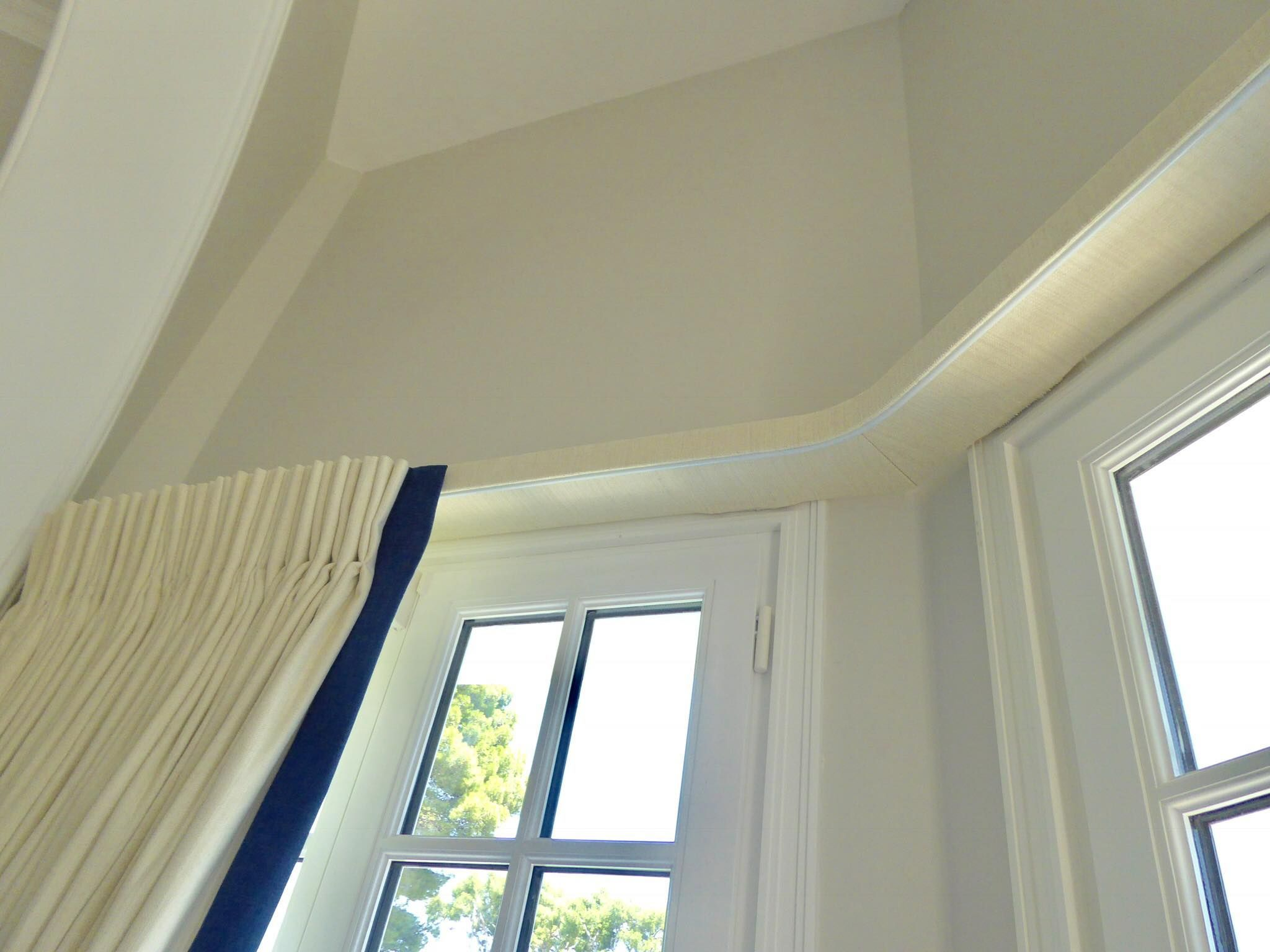 Idea to hide the curtain track with a covered lathe and fascia ...