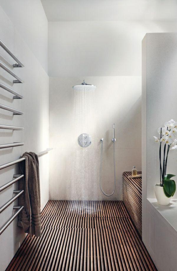 Super Heizende Handtuchhalter In Einem Weissen Badezimmer Decor
