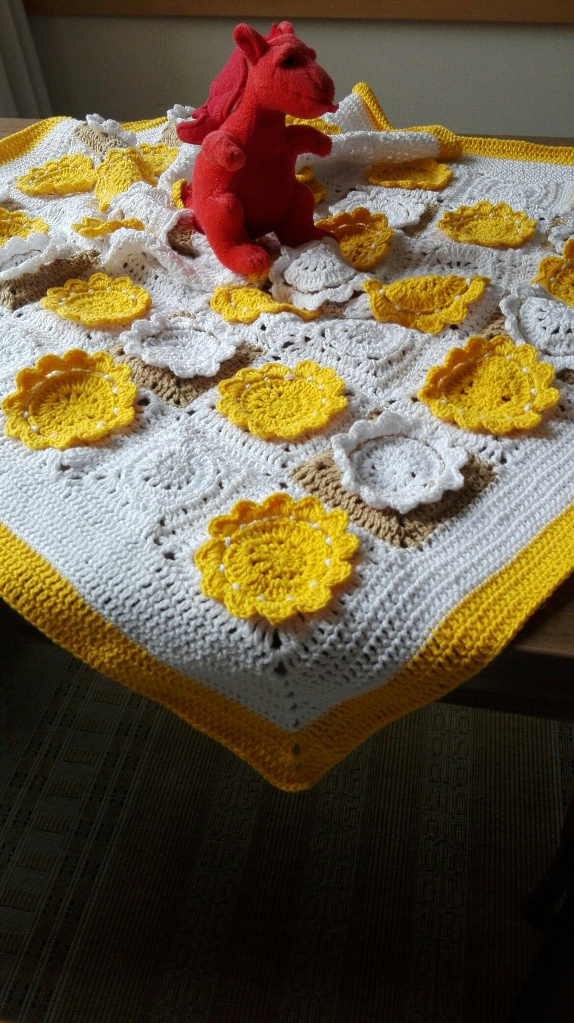 Baby blanket with daisies, October 2016