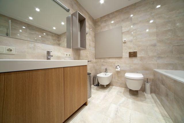 Badezimmer-Wand-Boden-Keramikfliesen-glatte-Glasur-der-Oberfläche ...