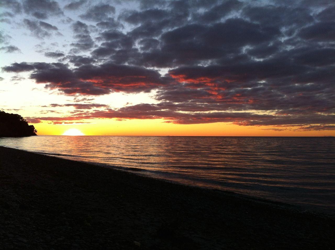 Západ slunce nad jezerem Ontario.