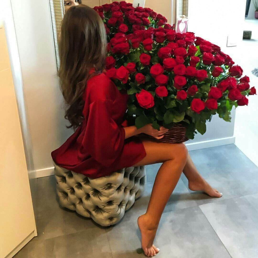 Pin By Marrion Taute On Huge Flower Bouquets Pinterest Red Roses