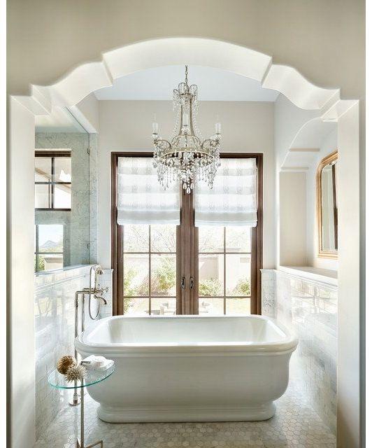 Bathtub Chandelier: Beautiful Bathtub With Chandelier