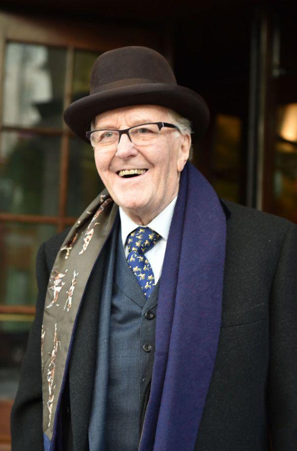 Robert Hardy Dies Harry Potter All Creatures Great And Small Actor Was 91 Robert Hardy Hardy Actor Actors