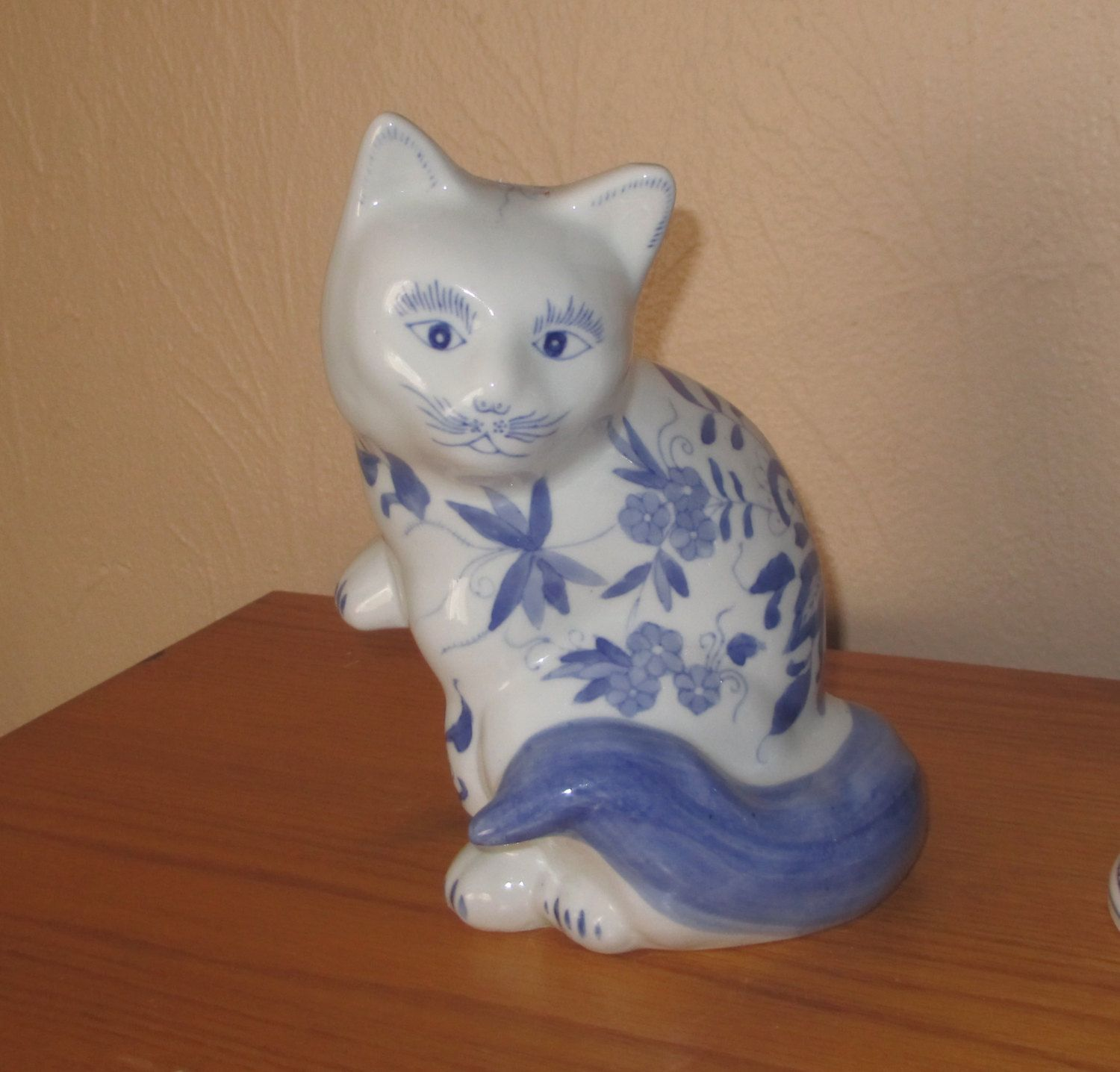 Blue and White Cat Figurine, fabrique en chine, Made in