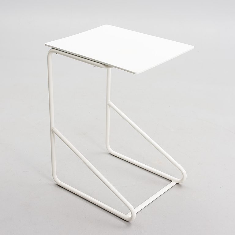 Alvar aino aalto tubular steel side table for the for Alvar aalto muebles