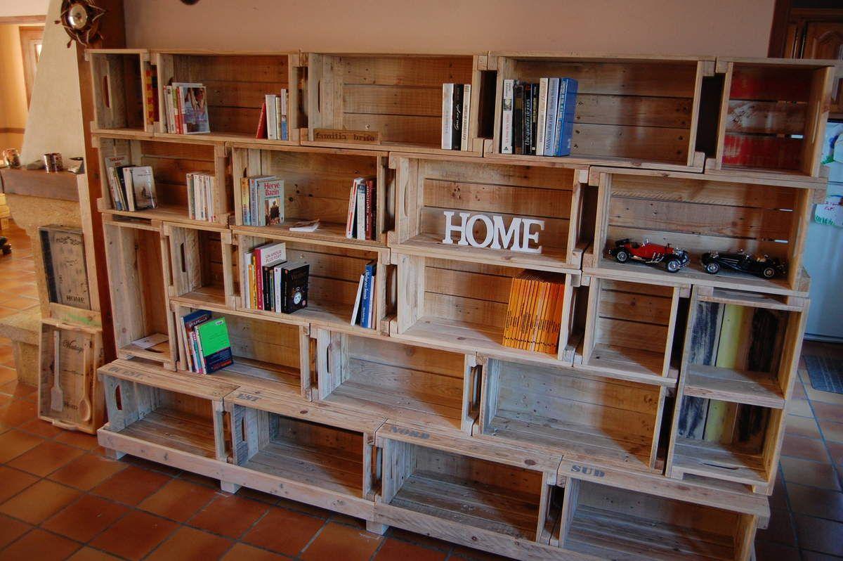 Voici une biblioth que r alis e toujours et uniquement en for Deco palette et caisse en bois