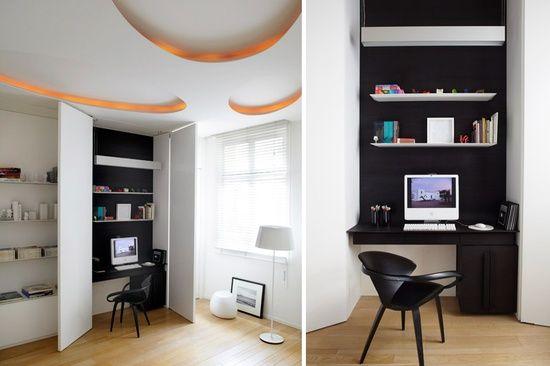 Bureau noir et blanc caché dans un placard decor