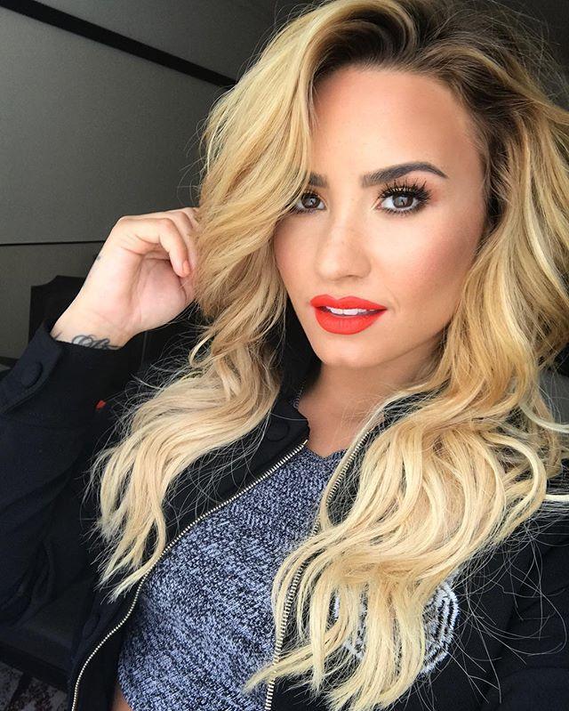 Blondie Demi Lovato Demi Lovato Pinterest Blondies
