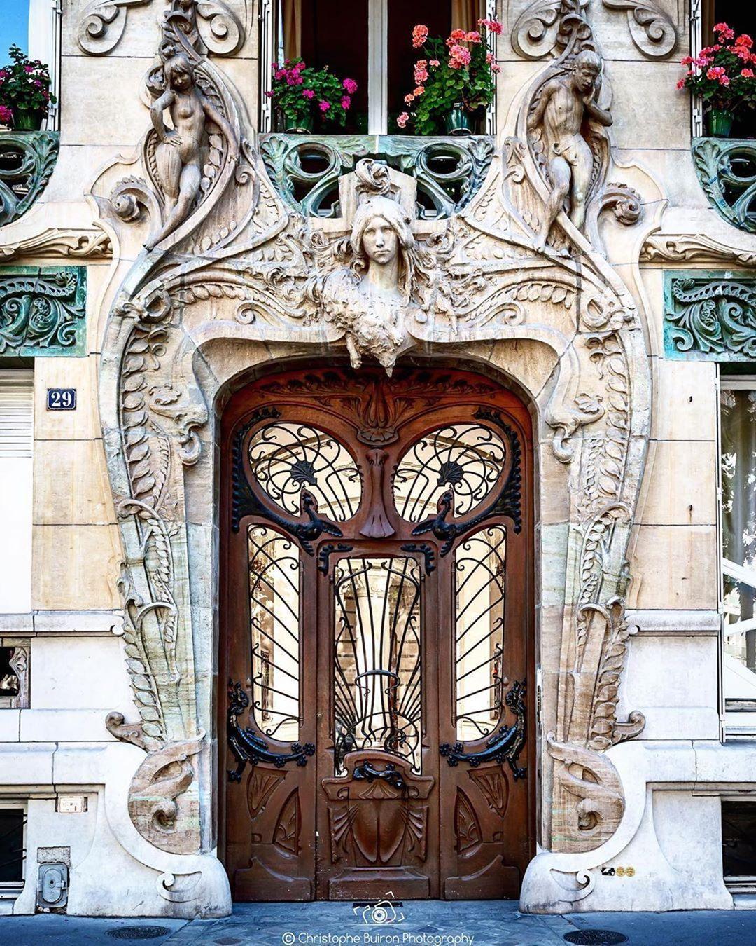 Cette Porte Art Nouveau 29 Avenue Rapp 75007 Est Toujours Un Regal Pour Les Yeux Cbuiron Vivreparis Paris Avenuerapp Resa