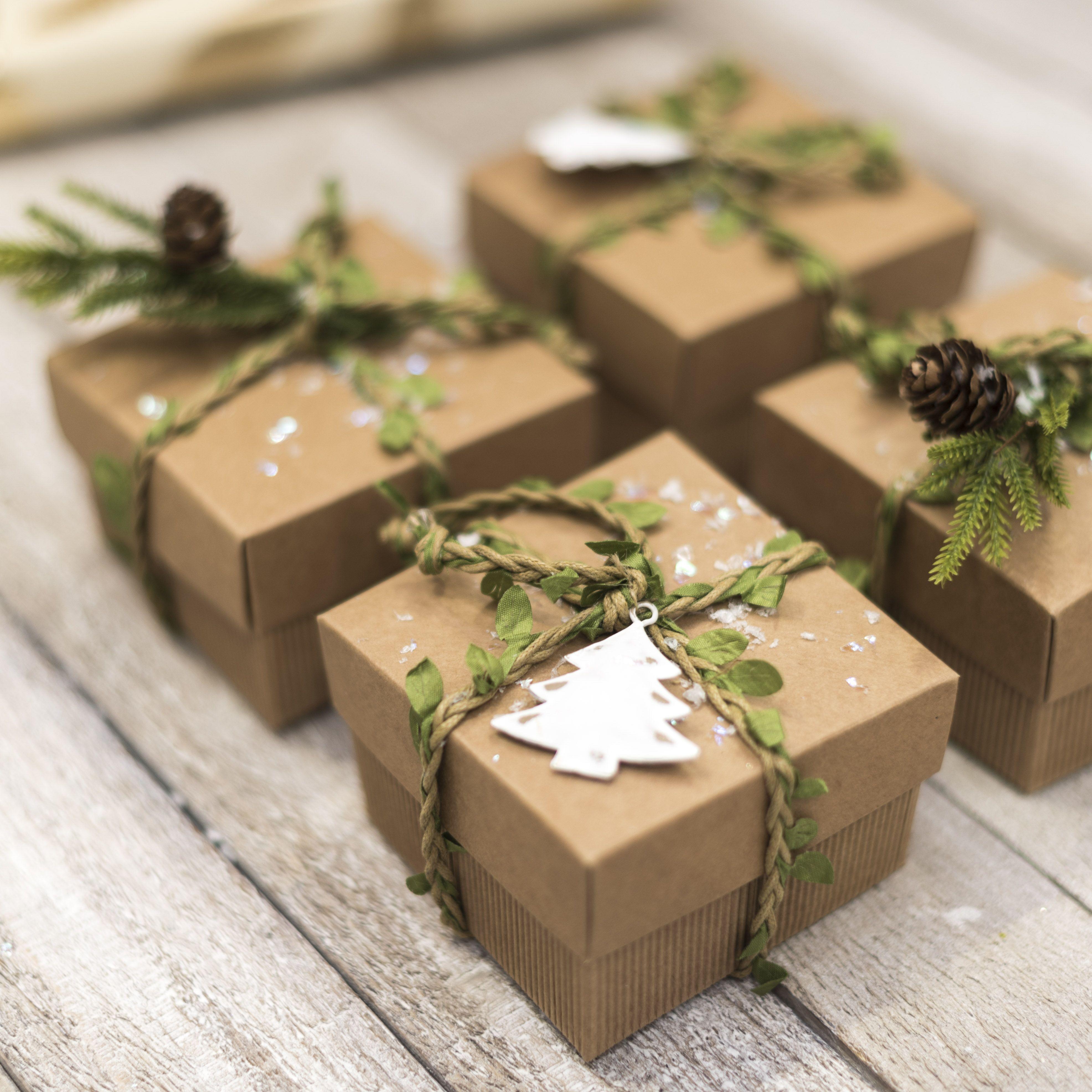 Idea fai da te per piccole confezioni regalo Natale. Usa delle