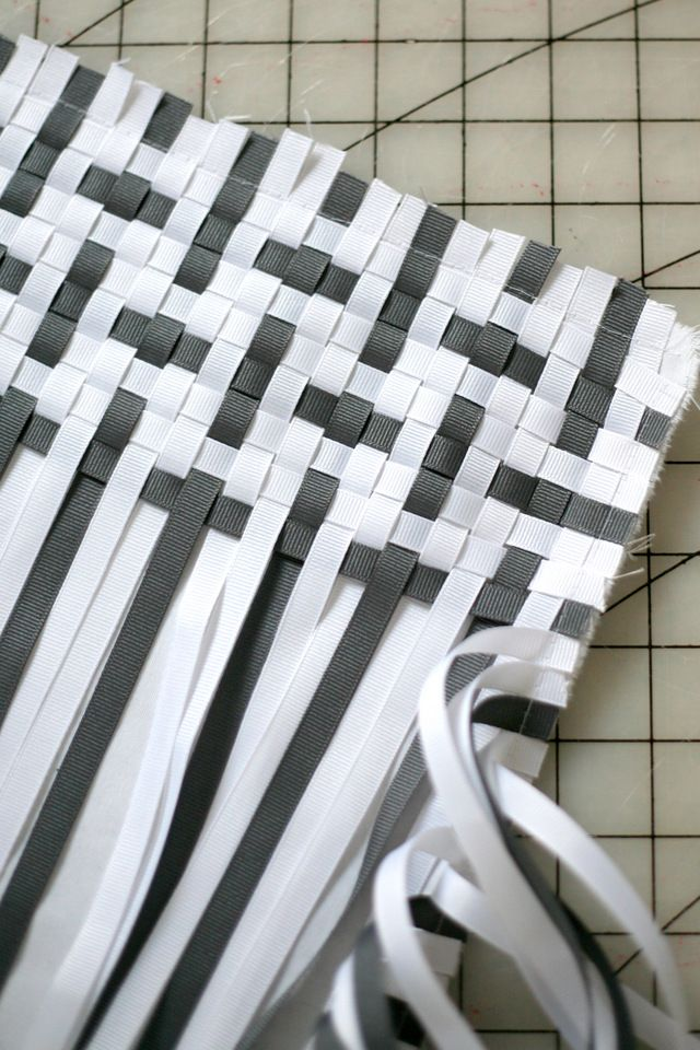 A very cool woven ribbon pillow DIY