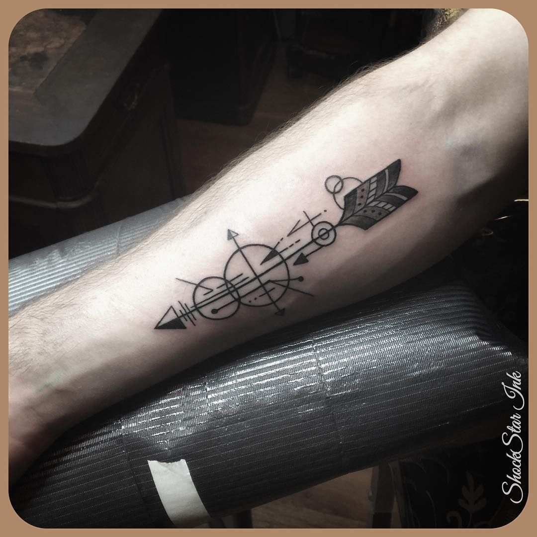 Van Ommen Kampen Arrow Arrowtattoo Armtattoo Black Blackgrey Blackwork