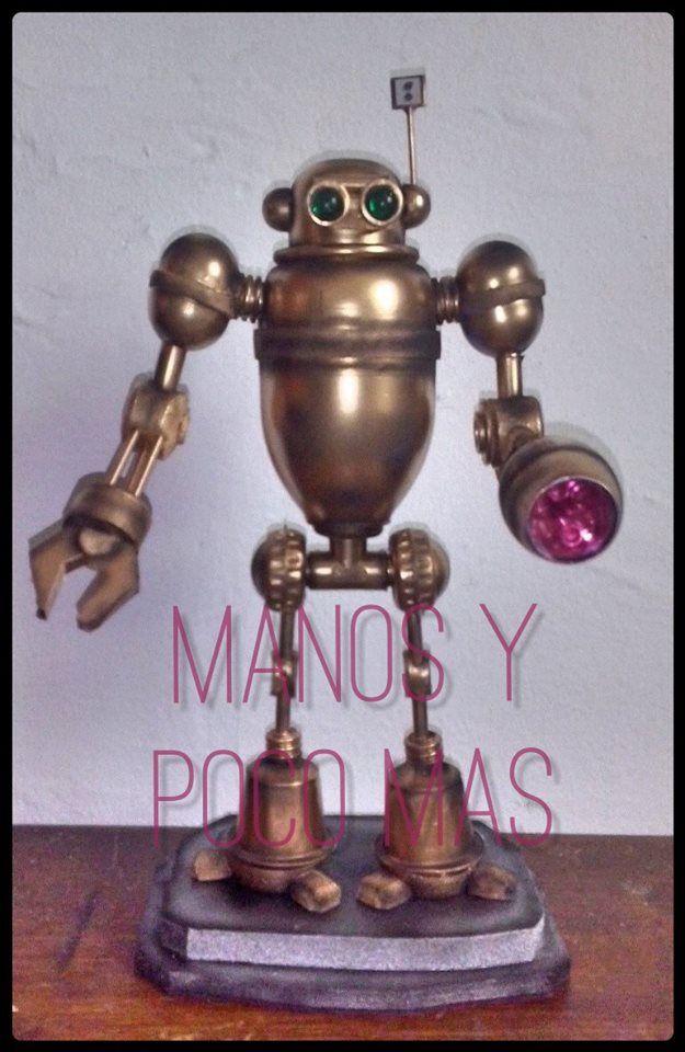 Robot dorado con luz