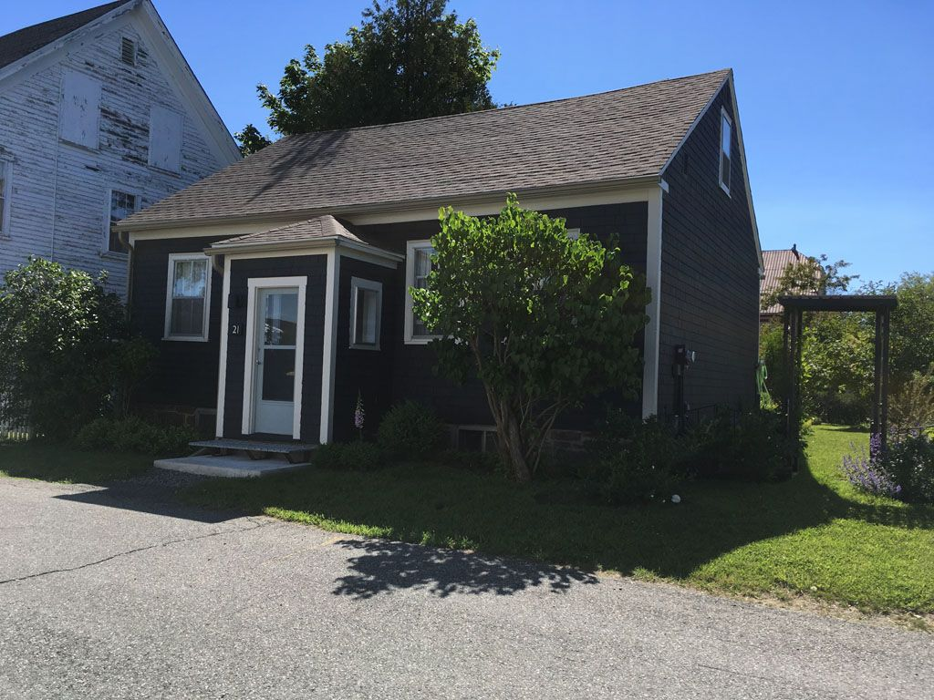 This Beautiful Century Old Cape Cod Cottage Has Been Lovingly Renovated While Maintaining All Of Its Original Charm Cottage Cape Cod Cottage Perfect Vacation