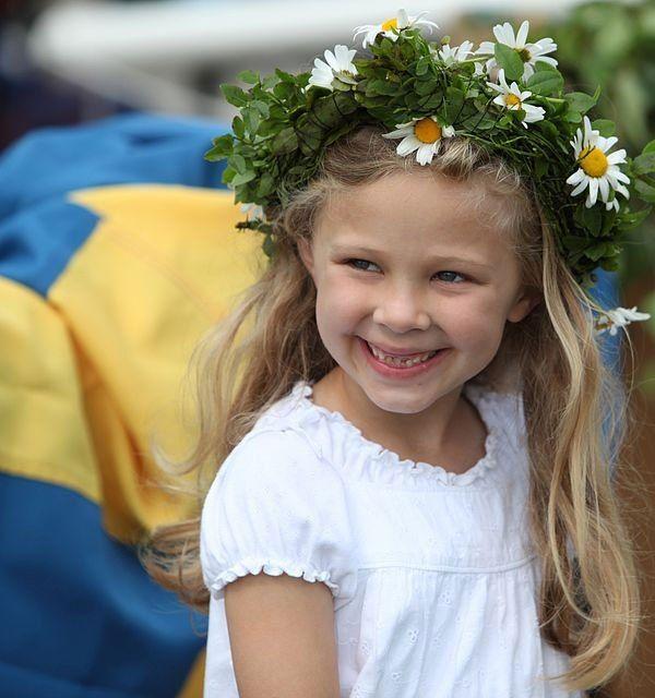 22 Campfire & Scandinavian Recipes To Celebrate Midsummer