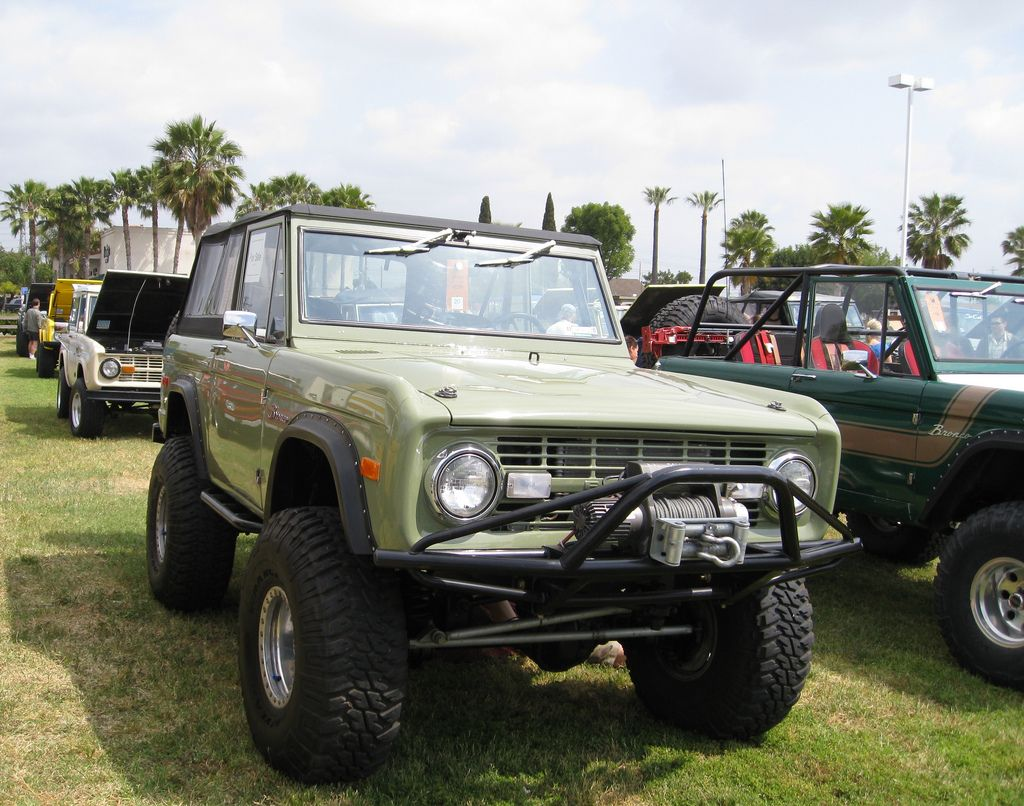 Sports Utility Vehicles smaller Ford Broncos Ford