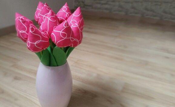Stofftulpen zum Muttertag  Sind wirklich schön geworden und ich hoffe, unsere Mamas freuen sich :)  DIY-Anleitung: Tulpen zum Muttertag nähen via DaWanda.com http://dwnda.me/k78