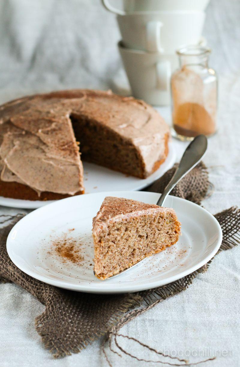 Tämä kanelikakku on alun perin Vegaanin keittiössä -kirjasta. Se sopii niin mainiosti sekä vappupiknikille että äitienpäivän kahvipöytään, joten julkaisen reseptin nyt uudelleen. Tämä kakku päätyi…