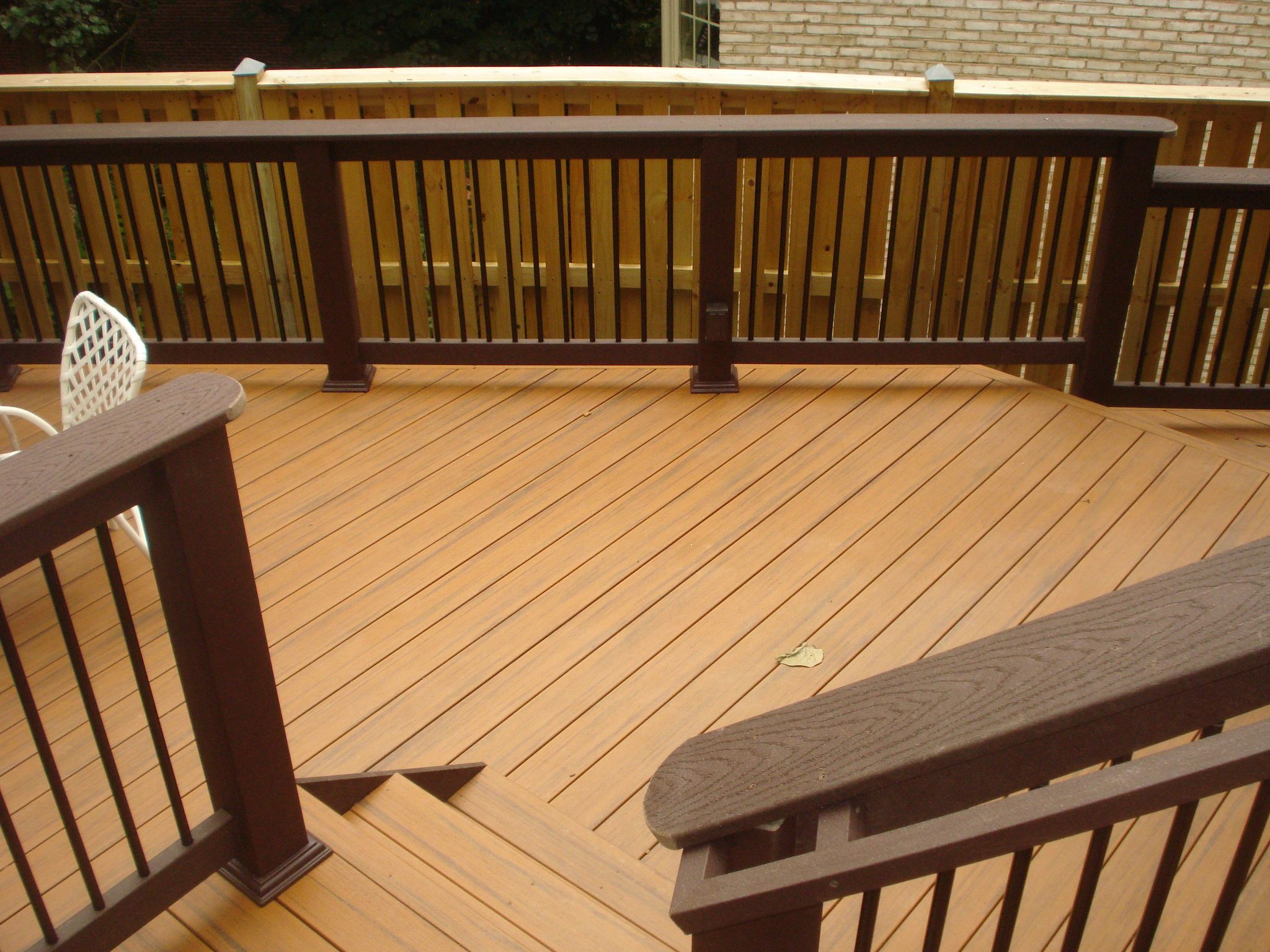 MD Trex Woodland Brown Railing With Black Balusters On Teak PVC Decking