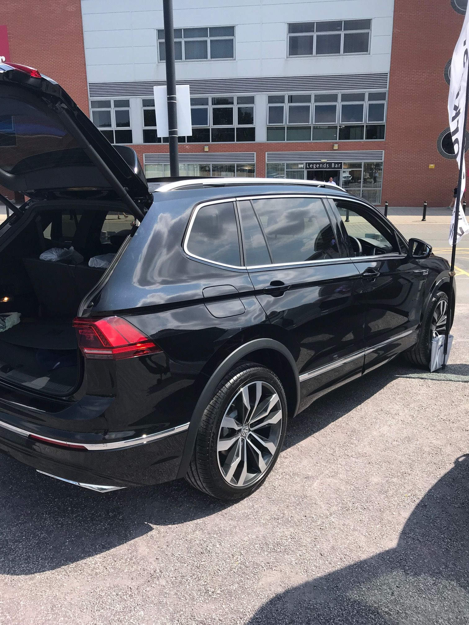 volkswagen tiguan allspace diesel estate 2 0 tdi r line. Black Bedroom Furniture Sets. Home Design Ideas