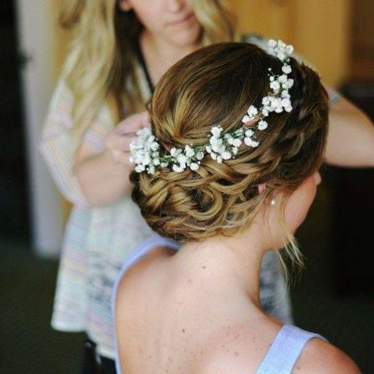 Peinados recogidos con corona de flores